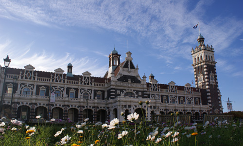Easy access Dunedin tours - Dunedin Railway station